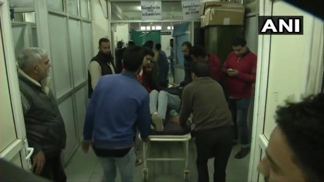 जम्मू-कश्मीर के सोपोर में आतंकियों ने किया ग्रेनेड हमला, 19 लोग घायल