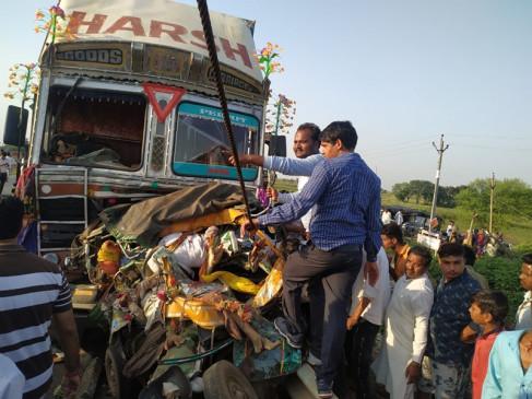 मप्र: शिवपुरी में ऑटो को ट्रक ने मारी टक्कर, 6 की मौत 3 गंभीर