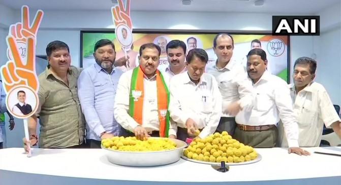 महाराष्ट्र चुनाव: भाजपा ने किया 144 सीटें मिलने का दावा, मुख्यालय पर बनाए 5 हजार लड्डू