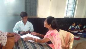 अनाथ को शिक्षिका ने दिया सहारा -दे रहीं शिक्षा का दान