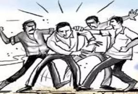 मकान खाली कराने किरायेदार को पीटा -दामाद ने ससुर पर किया कुल्हाड़ी से हमला