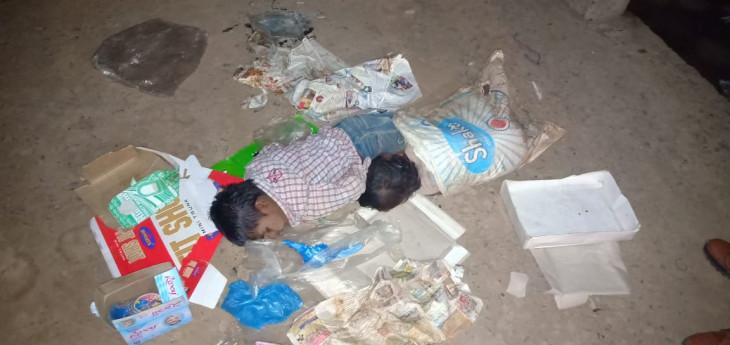 रात को सब्जी लेने गए बच्चे वहीं कचरे के ढ़ेर पर सो गए - गश्त कर रही पुलिस ने घर पहुंचाया