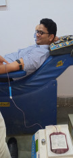 मरीज के परिजन ने किया खून की व्यवस्था कराने का आग्रह तो कलेक्टर ने स्वयं किया रक्तदान