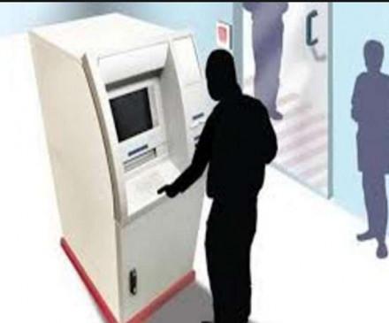 सुरक्षा के अभाव में एटीएम मशीन ले भागे बदमाश