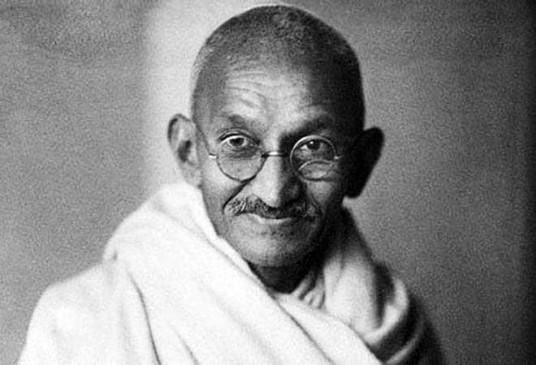 जब इन एक्टर्स ने पर्दे पर निभाया 'महात्मा गांधी' का किरदार, क्रिटिक्स सहित सभी ने की सराहना