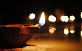 Diwali: मिट्टी के दियों से सजाएं घर, बाजार में कई वैरायटी उपलब्ध