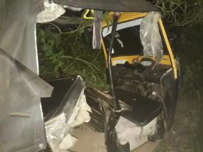 ट्रेक्टर ने आटो को टक्कर मारी ,तीन लोगों की मौत , दुर्घटनाओं में कुल 6 जान गई