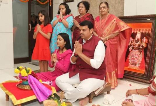केंद्रीय मंत्री गडकरी और सीएम फडणवीस ने दी दीपावली की बधाई, सोशल मीडिया पर तस्वीर की साझा
