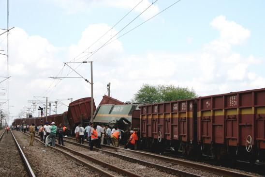 उप्र : बिजनौर में माल गाड़ी पटरी से उतरी, ट्रैक क्षतिग्रस्त