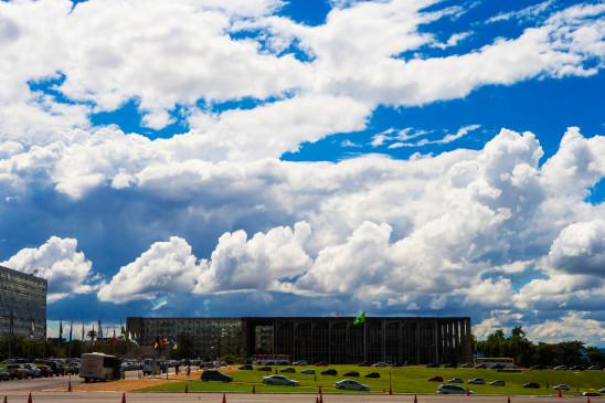 उप्र : बादलों के बावजूद बारिश के आसार नहीं