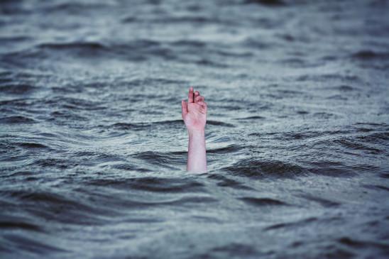 उप्र : नदी में छह किलोमीटर तक बही महिला को जीवित बाहर निकाला गया