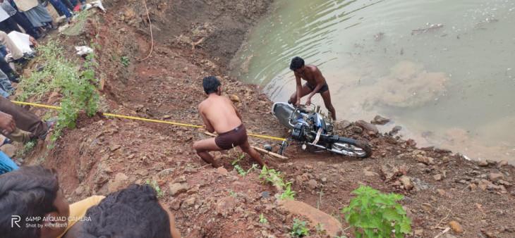 अवैध उत्खनन से बने तालाबनुमा गड्ढे में युवक की जल समाधि
