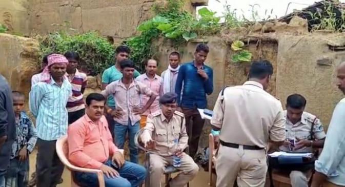 मोबाइल बिजी मिलने पर पत्नी की हत्या कर दी - पुलिस ने किया गिरफ्तार