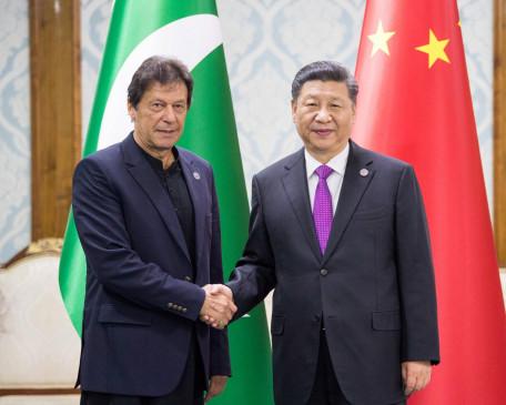 शी चिनफिंग ने इमरान खान से मुलाकात की