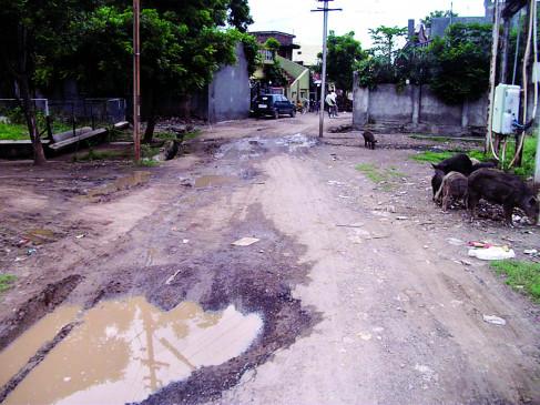 सड़क तो बनी नहीं बन गए गड्ढे , भूमिपूजन के बाद शुरू ही नहीं हुआ सड़क निर्माण