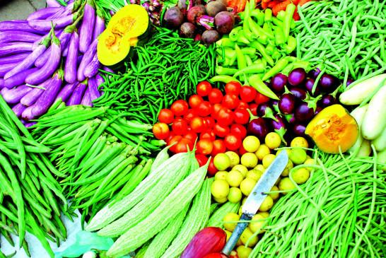 ठंड के सीजन में भी  आसमान छू रहे सब्जियों के दाम , 60 से 185% महंगी
