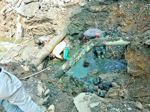 नागपुर के इतवारी में लीकेज खोजने जुटी टीम को मिला पुरातन पत्थर से बना नाला
