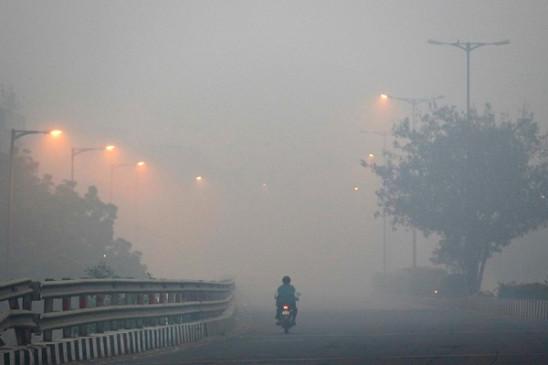 Pollution: दिल्ली-NCR में आज खतरनाक स्तर पर प्रदूषण, कई इलाकों में AQI 400 पार
