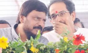 महाराष्ट्र में सरकार गठन के लिए अठावले का नया फॉर्मूला, शिवसेना से हुई बात