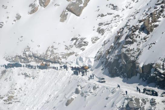 सियाचिन में हिमस्खलन, 8 जवान फंसे