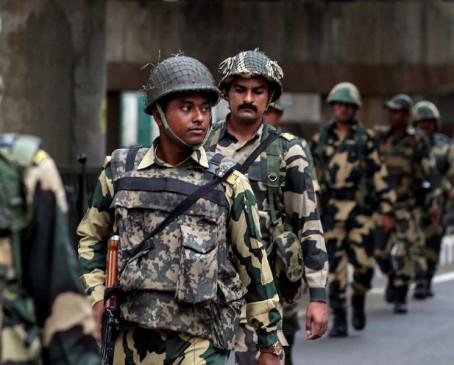 आतंकी हमले के बाद कश्मीर से अपने राज्य वापस लौट रहे बंगाली मजदूर