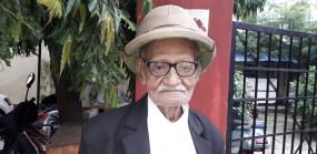बिहार : 101 साल के हरिनारायण अदालती जिरह में देते हैं प्रतिद्वंद्वियों को मात