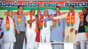 कर्नाटक: बीजेपी ने दिया कांग्रेस-जेडीएस के 13 अयोग्य विधायकों को टिकट