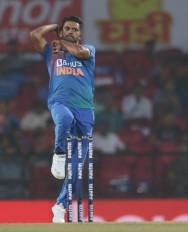 बल्लेबाजों के खेल में चमक बिखेरते गेंदबाज
