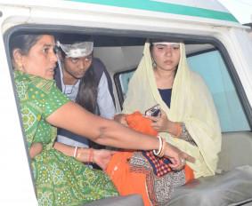यात्रियों से भरी बस पलटी, 15 यात्री घायल