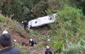पेरू: खाई में बस गिरने से 10 यात्रियों की मौत, 20 घायल