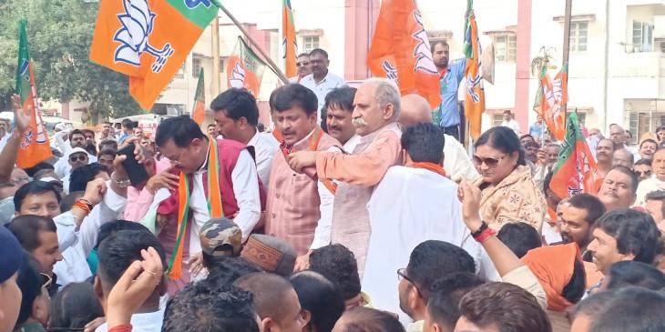 किसानों के साथ घोर अन्याय कर रही है राज्य की कांग्रेस सरकार : सांसद