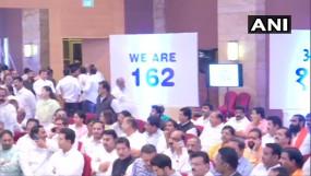 शिवसेना-एनसीपी-कांग्रेस ने 162 की पावर दिखाकर भरी हुंकार, विधायकों को दिलाई शपथ