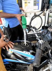 पेट्रोल के दाम में वृद्धि का सिलसिला जारी, डीजल की कीमत स्थिर