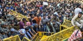 JNU छात्रों की चेतावनी: फीस वापस होने तक करेंगे आंदोलन, संसद भी घेरेंगे