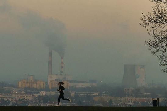Pollution: दिल्ली की हवा में बढ़ा प्रदूषण, Air Quality Index सबसे खराब श्रेणी में पहुंचा