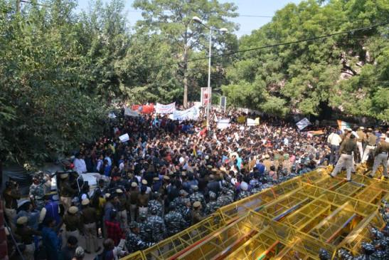 दिल्ली: जेएनयू को मिला डीयू का समर्थन, छात्र आज फिर करेंगे प्रदर्शन