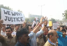 दिल्ली पुलिस मुख्यालय का घेराव : कमजोर नेतृत्व ने खाक में मिलाई खाकी की इज्जत!