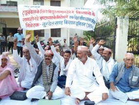 उप्र : विद्युत विभाग में भ्रष्टाचार के खिलाफ किसानों का प्रदर्शन