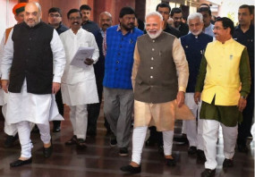 पीएम मोदी, शाह और शिवसेना नेता विनायक के बीच महाराष्ट्र में सरकार बनाने पर चर्चा