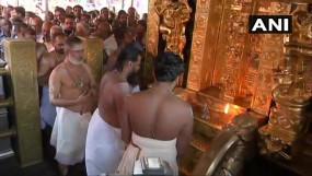 सबरीमाला मंदिर के कपाट खुले, 10 महिलाओं काे लौटाया, भक्त बोले- भगवान से बड़ा नहीं सुप्रीम कोर्ट