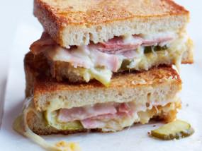 शाम के स्नैक्स के लिए बेस्ट है चीज सैंडविच