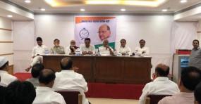 सुप्रीम कोर्ट पहुंची महाराष्ट्र की राजनीति, तीन जजों बेंच रविवार को करेगी सुनवाई