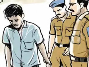 महिला की अस्मत को तार-तार करने वाले बाप-बेटे गिरफ्तार, छात्रा को अश्लील वीडियो भेजने वाला भी धराया