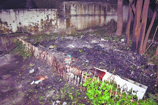 पालकमंत्री बावनकुले के कॉटेज के बाहर जलाई गईं फाइलें