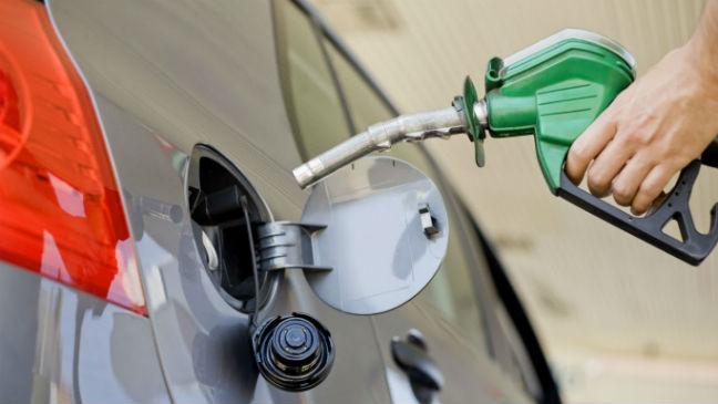 Fuel Price: पेट्रोल की कीमतों में फिर हुई बढ़ोतरी, डीजल के दाम स्थिर