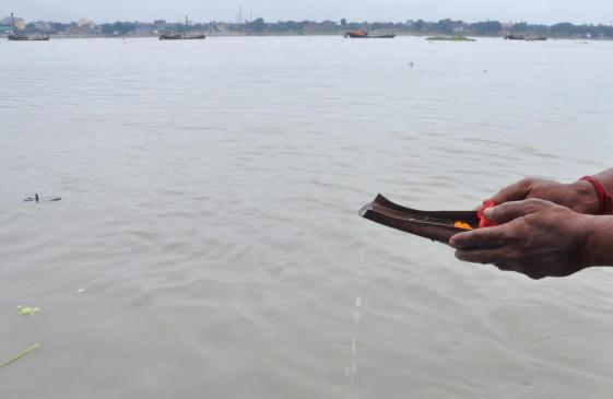 कानपुर में लाखों लीटर गंदे नाले के पानी से दूषित हो रही गंगा