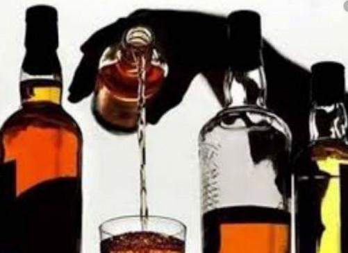किराना दुकान से बिक रही थी अवैध शराब