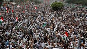 आजादी मार्च का गतिरोध खत्म करने इमरान सरकारी वार्ता दल से मिले