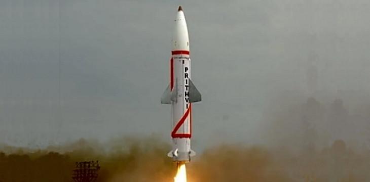 India successfully test-fired two Prithvi missiles, 300 km firepower | दो पृथ्वी मिसाइलों का रात्रि-परीक्षण सफल, 300 किमी मारक क्षमता - दैनिक भास्कर हिंदी