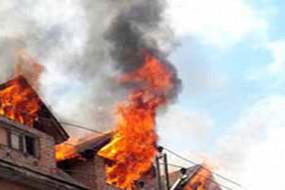 जम्मू-कश्मीरः आतंकियों ने बारामूला में 6 दुकानों में लगाई आग